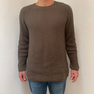 Claiborne Crew Neck Sweater.  Size: M